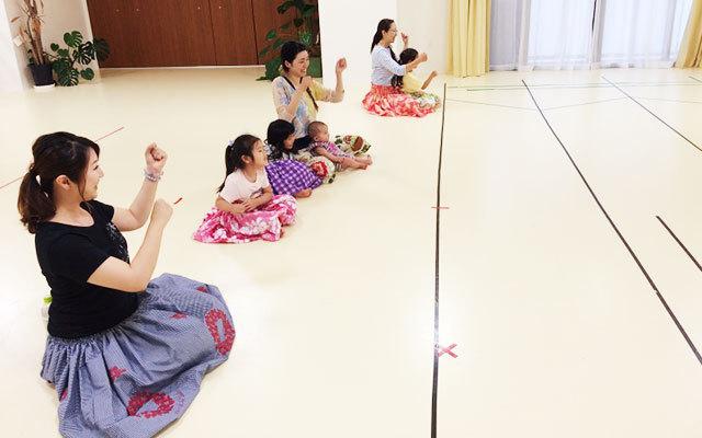 小さいお子さんがお母様と楽しくフラを学んでいただけるクラスをご用意致しております